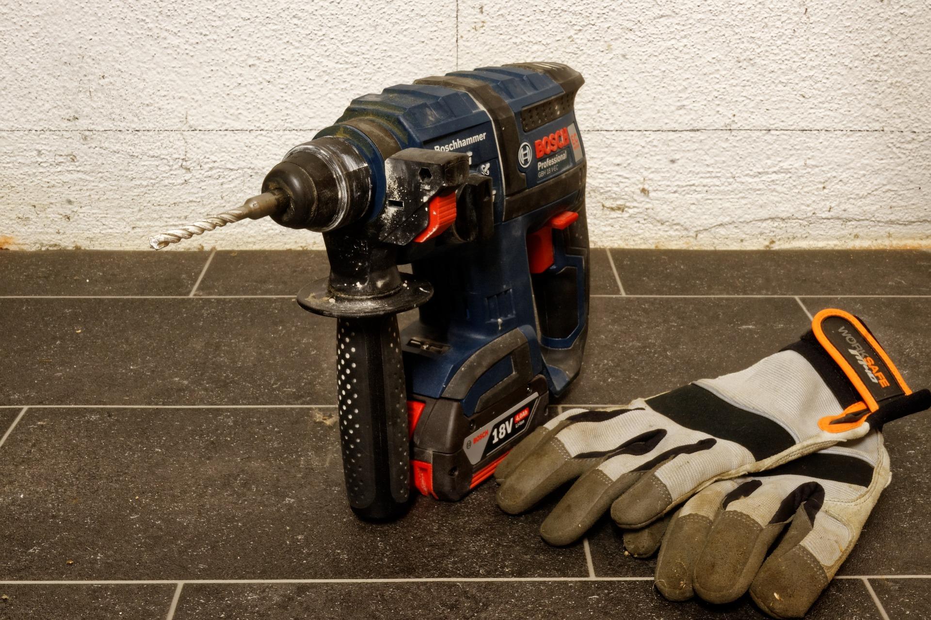 les outils pour couper et percer du carrelage dà co du sol